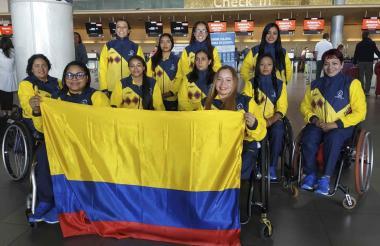 Delegación colombiana de baloncesto 3-3 en Lima.