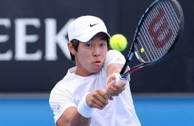 El tenista surcoreano Duckhee Lee, en acción.