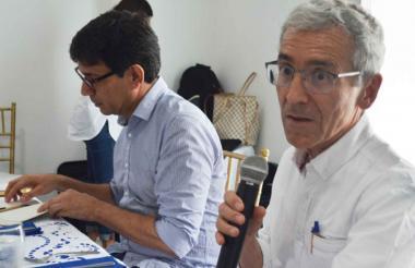 Vicente de Roux y Eduardo Porras, coordinador de la Comisión en Sucre y Montes de María.