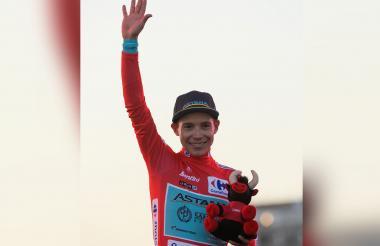 El colombiano Miguel Ángel López se mostró feliz por vestirse con el maillot rojo de la Vuelta a España 2019.