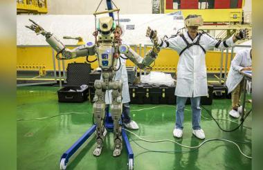 El robot cosmonauta ruso Skybot F-850, alias Fedor, en el cosmódromo ruso de Baikonur, en Kazajistán.