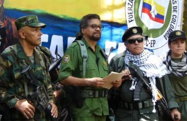El Paisa, Márquez y Santrich en el video anunciando su regreso a las armas.