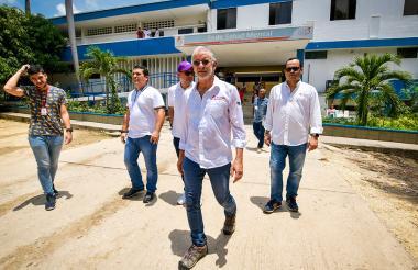 El gobernador Eduardo Verano durante su visita a la sede del Cari mental.