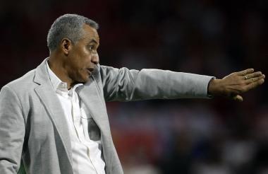 El técnico Alexis Mendoza no venía cumpliendo una buena campaña con el Medellín.