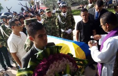 Sepelio del soldado monteriano muerto en una emboscada en Caucasia.