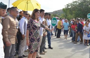Marta Lucía Ramírez dio el paso al flujo vehicular en el nuevo puente samario.