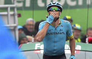 El ciclista danés Jakob Fuglsang (Astana) se quedó con el triunfo en la etapa 16.