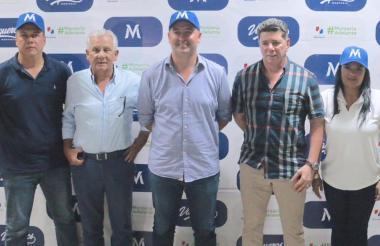 Héctor Cordero, Pedro Salzedo, Marcos Pineda, Jimmy Char y Loriam Argumedo en la presentación de Vaqueros.
