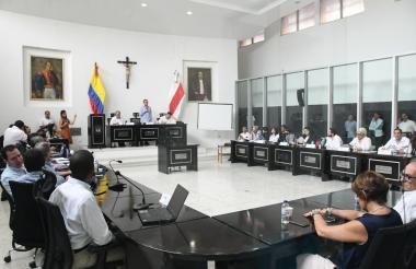 El senador Efraín Cepeda, junto al congresista Rodrigo Lara Bonilla y el gobernador Eduardo Verano.