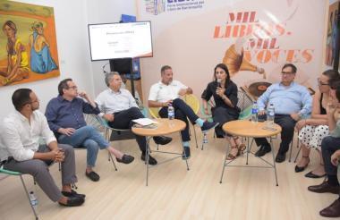 De Izq. a Der: Adolfo Zúñiga, Marco Schwartz, Mauricio Paredes, Juan José Jaramillo, Alexandra Vives, Adolfo Meisel, Sandra Pulido y Juan Esteban Pérez.