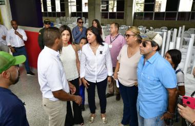 El alcalde Char, la secretaria Rincón y la ministra Angulo durante el recorrido.