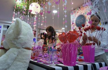 El comercio se prepara para las ventas del Día del Amor y la Amistad.