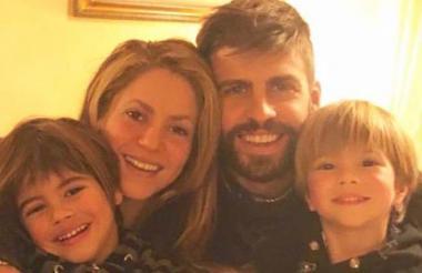 Shakira en compañía de su esposo Gerard Piqué y sus hijos Milan y Sasha.