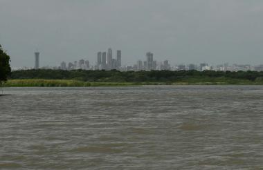 A cinco minutos de Barranquilla, por el río Magdalena, se puede llegar hasta el Vía Parque Isla Salamanca, considerado el pulmón de esta ciudad.