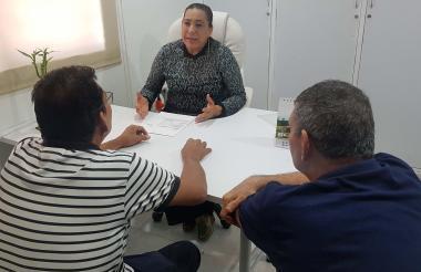 Ricardo y Enrique durante la audiencia con la juez de paz Nidia Donado.