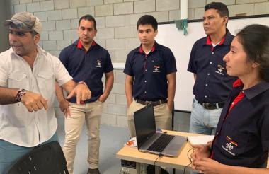 Estudiantes del Sena junto al alcalde Alejandro Char.