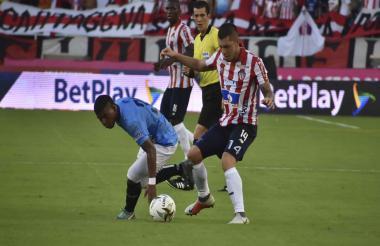 Leonardo Pico en acción en uno de los dos duelos con el Unión Magdalena.