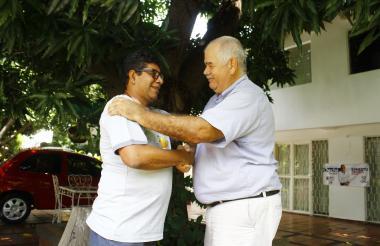 """""""Bienvenido, Solís"""", le dijo en la puerta de su casa el ganadero Roberto Lacouture al exjefe de las Farc."""