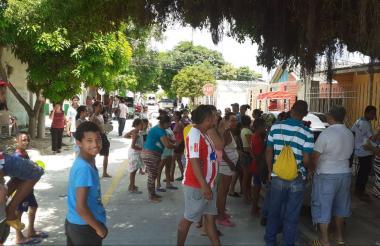 En el barrio Carrizal, los habitantes protestaron por la suspensión del servicio.