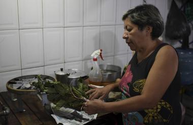 La colombiana Carmen Teresa es una de las «medicas» en el país vecino.