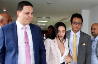 Aida junto a sus abogados Andrés Caballero y Harold Vega