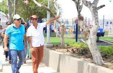 El alcalde Char y el director de la ADI, Alberto Salah, visitan el parque de El Silencio. A través de esta entidad se están ejecutando varias obras.