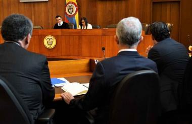 Aspecto de la indagatoria de Uribe ante la Corte.