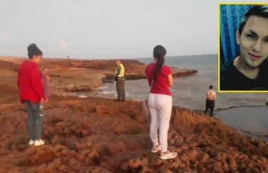La familia de Glenn Anderson Rodríguez ayer en el Cabo de la Vela.