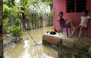 Familias de La Ceja, en la Mojana de Sucre, permanecen aisladas por los desbordamientos.