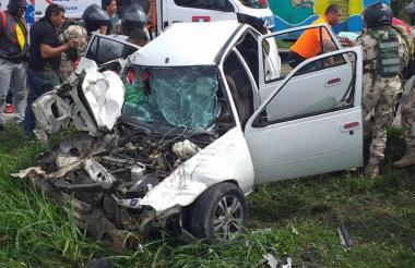 Un carro particular y un camión tipo furgón fueron los que chocaron.