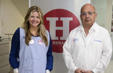 Mónica Hernández y José Monsalve en la redacción de EL HERALDO.