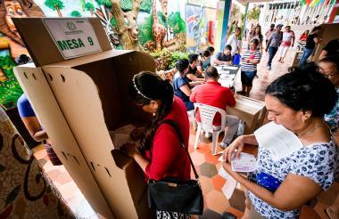 Durante la jornada de elecciones del pasado domingo en el colegio La Sagrada Sabiduría, en Soledad.