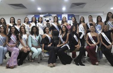 Las reinas durante el evento de vacunación en Colsanitas.
