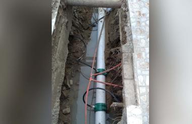 El nuevo tubo que está presentando fuga.