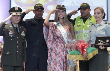 María Fernanda Aristizábal en la premiación como soberana de la Policía Nacional de Colombia.