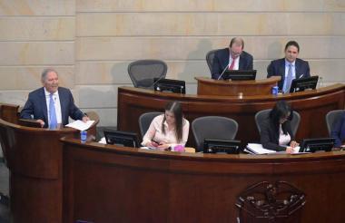 Ministro de defensa, Guillermo Botero, durante el debate de moción de censura de este martes.