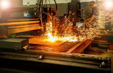 Un trabajador de una empresa del sector metalmecánico de Barranquilla.