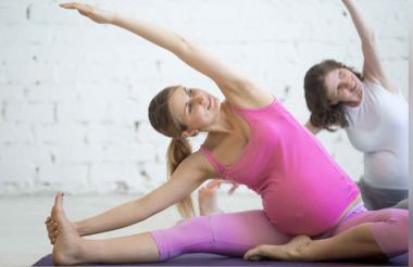 El yoga es una de las actividades que recomiendan los expertos para mantener los niveles de glucosa.