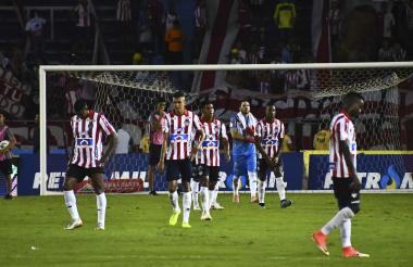 Luis Narváez, Víctor Cantillo, David Murillo, Sebastián Viera, Willer Ditta y Daniel Moreno después de la derrota ante Tolima.