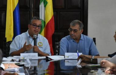 El alcalde (e) Pedrito Pereira, y el electo Willia, Dau, presidieron la mesa de instalación del proceso de empalme.