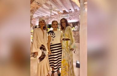 Tres grandes de la moda: Silvia Tcherassi, Carolina Herrera y Pilar Castaño a la entrada de la Mansión Tcherassi, donde la diseñadora barranquillera ofreció una cena.