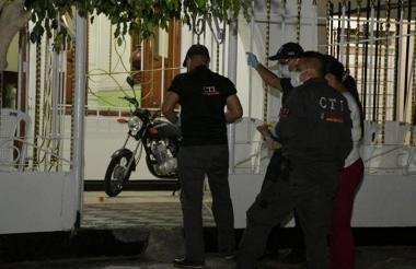 Agentes del CTI de la Fiscalía llegaron a inspeccionar el lugar de los hechos.