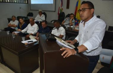 El concejal John Jairo Díaz Carpio, ponente del debate, en su intervención.