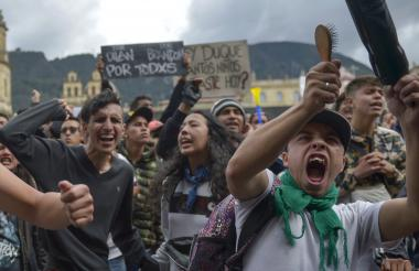 Manifestantes salieron a marchar en Bogotá tras una semana de protestas y movilizaciones en el país.