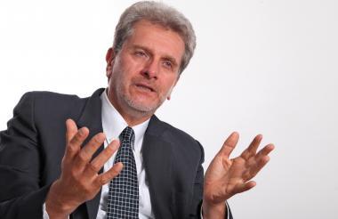 El presidente de Asofondos, Santiago Montenegro.
