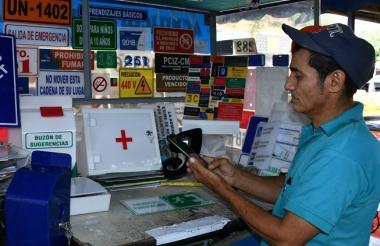 Trabajadores informales en el centro de Barranquilla son foco de interés para la inclusión financiera.