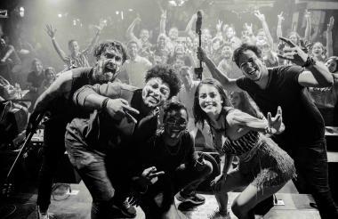 La banda Karnivale.
