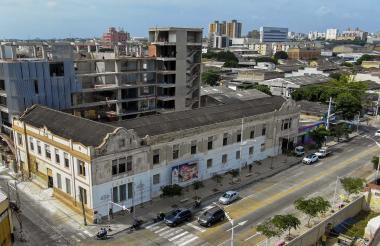 La Escuela de Artes y Oficios de Barranquilla está ubicada en la calle 40 con carrera 50 esquina.