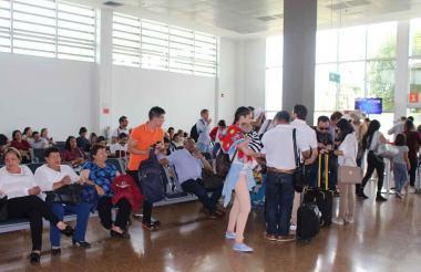 Pasajeros en la terminal aérea de Riohacha.