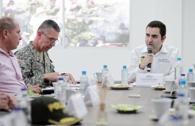 El gobernador Vicente Blel y demás autoridades en el consejo de seguridad en Santa Rosa de Lima.